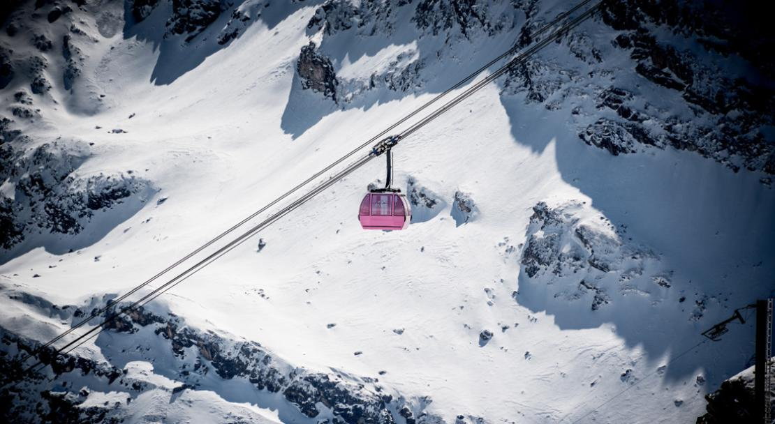 Ski lift over mountains in Val d'Isere; Copyright: andyparant.com / Office du Tourisme Val d'Isere