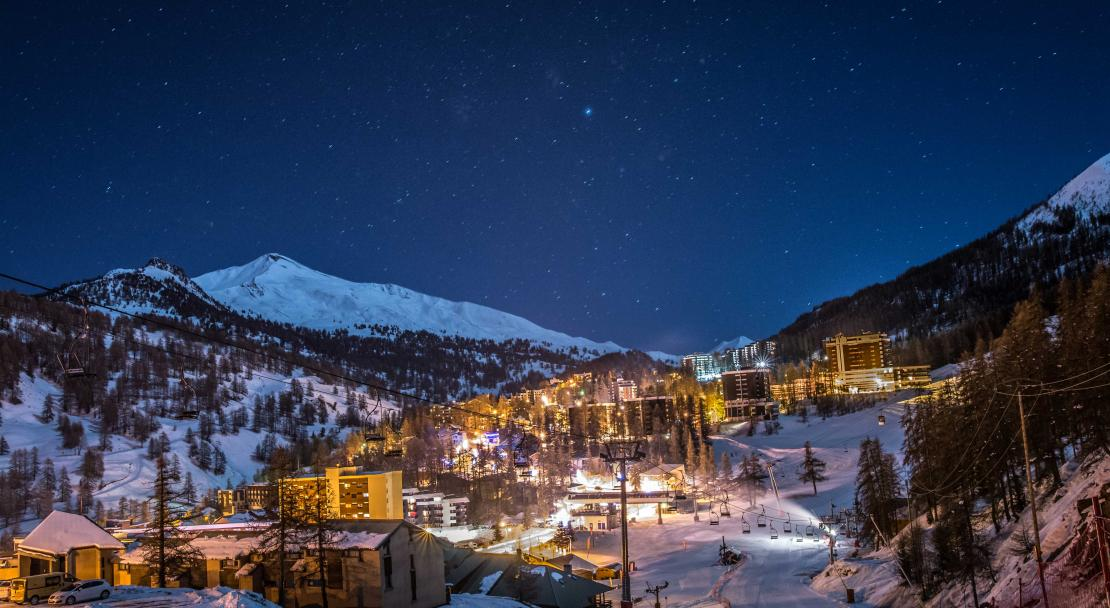 Vars at night; Copyright: Remi Morel