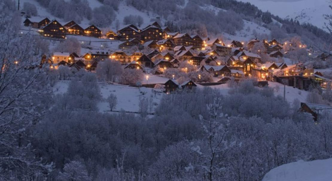 Vaujany at night