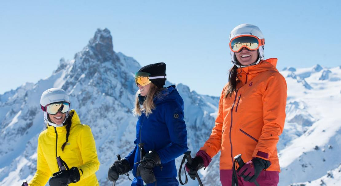 Courchevel friends skiing; Copyright: David Andre