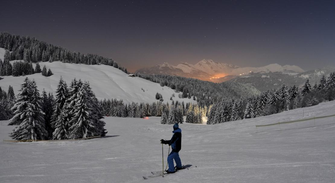 Ski at night in La Clusaz; Copyright: David Machet