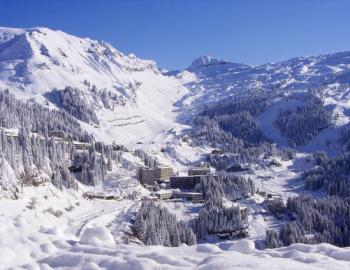 The snowy and sunny bowl of Flaine