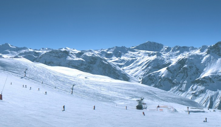 A view from the peaks of Arosa on a blue sky day