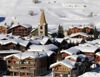 Snowy and sunny Val d'Isere Village; Copyright: Office du Tourisme Val d'Isere