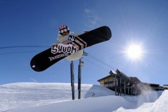 Snowboarding in Meribel