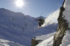 Cliff drop in Val Thorens