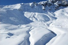 The biggest attraction for snowboarders in Wengen is its free ride terrain