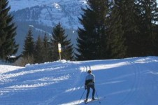 Access the Agy Nordic ski area using a free shuttle bus in les Carroz