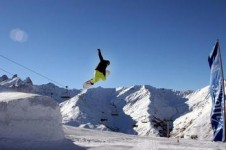 The lac de la Vieille Snowpark offers different difficulty areas in the park, so everyone can have a go at freestyle!