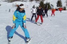 Take a lesson with a qualified lesson from Les 2 Alpe's ecole du ski and learn to ski!