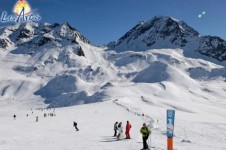 Most of the ski slopes in Les Arcs have an easy and more challenging route making it ideal for groups of mixed abilities