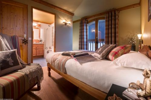 Four Bedroom Cabin Apartment - Residence Le Vallon - La Plagne - France