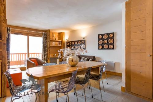 Three bedroom apartment living room kitchen dining table Residence Santa Terra Tignes