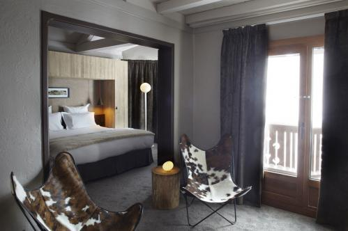 Suite Hotel Val Thorens Three Valleys double bed seating area