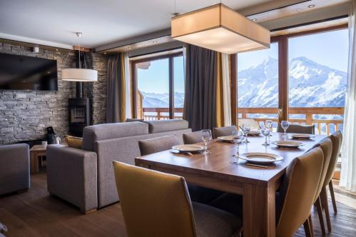 Alparena Excellence Suite dining area; Copyright: Les Balcons