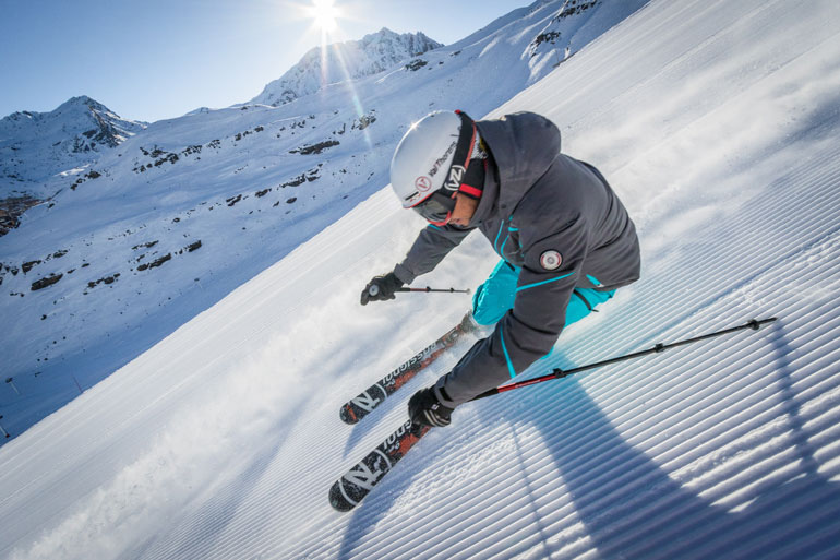 Advanced skier Val Thorens