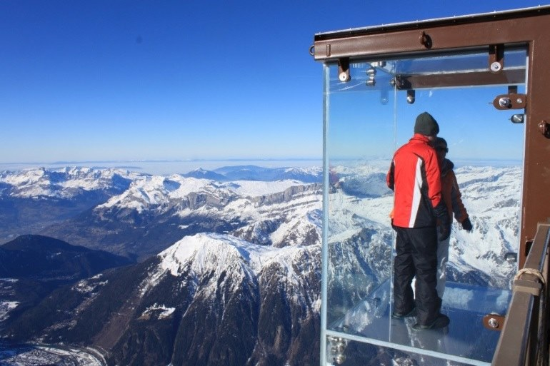Glass box view point up L'Aguille du midi