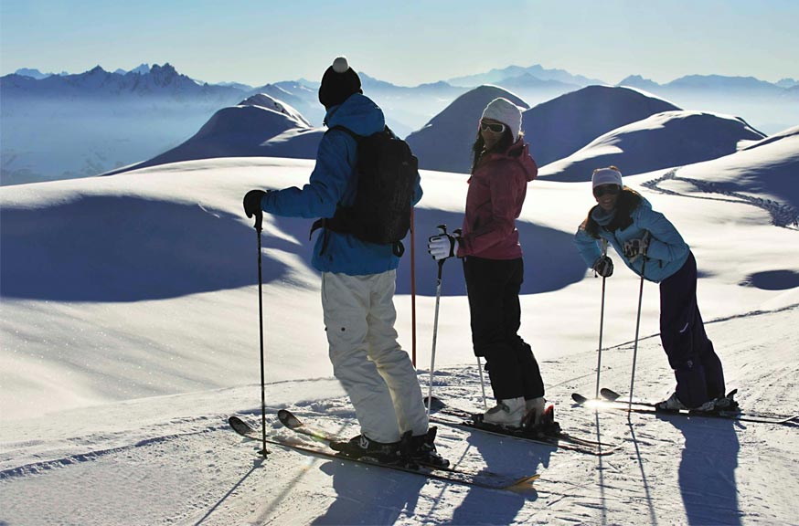 Family skiing Belle Plagne