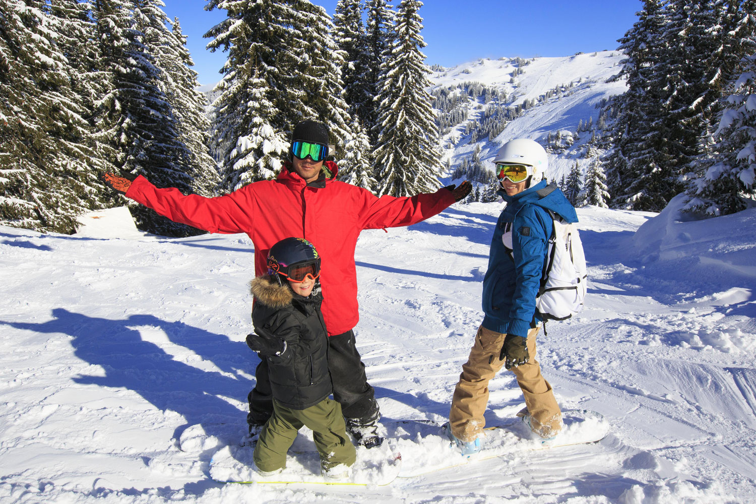 Family snowboarding in Avoriaz