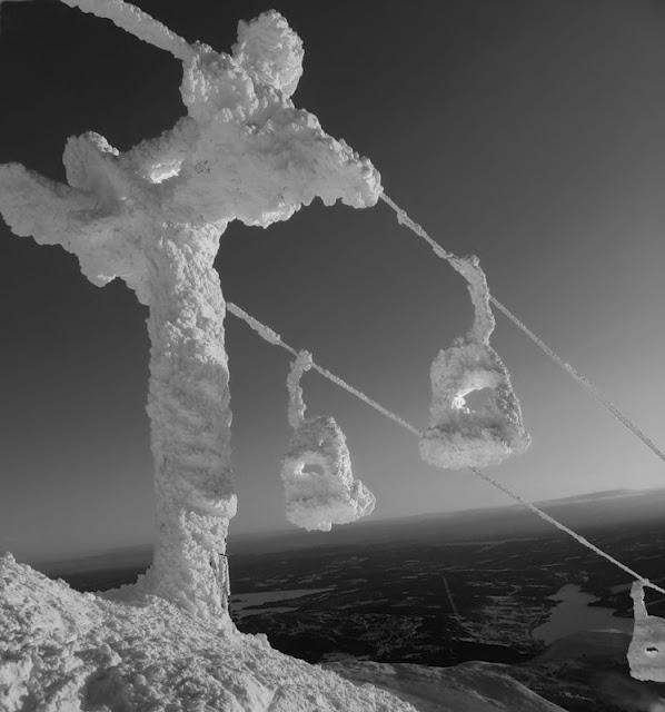 Frozen Skilift