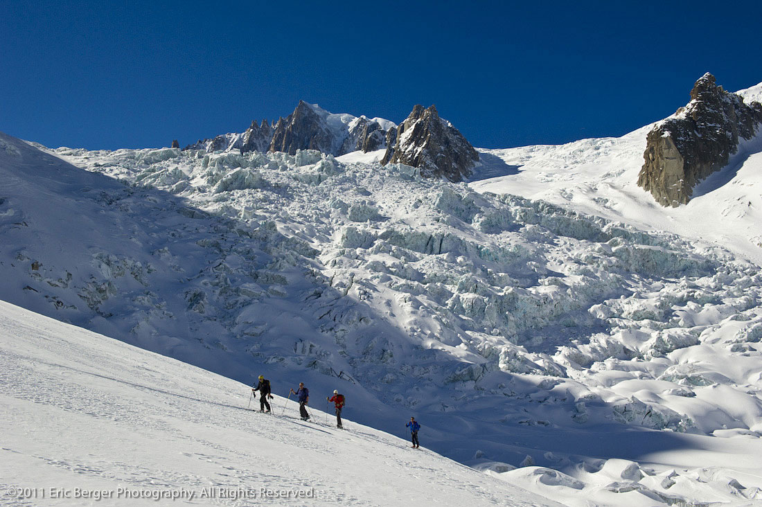 Skiers touring with the Vallée Blanche behind