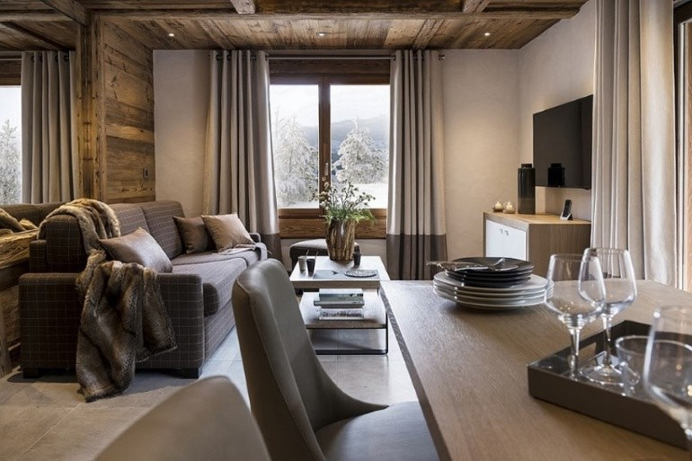 Dining area and lounge at Le Cristal de Jade in Chamonix