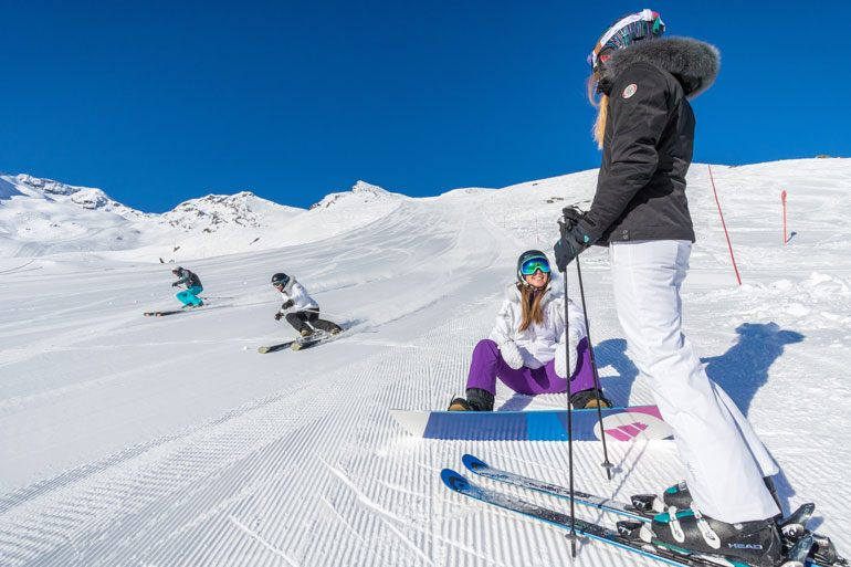 Intermediate skiers and boarders in Val Thorens